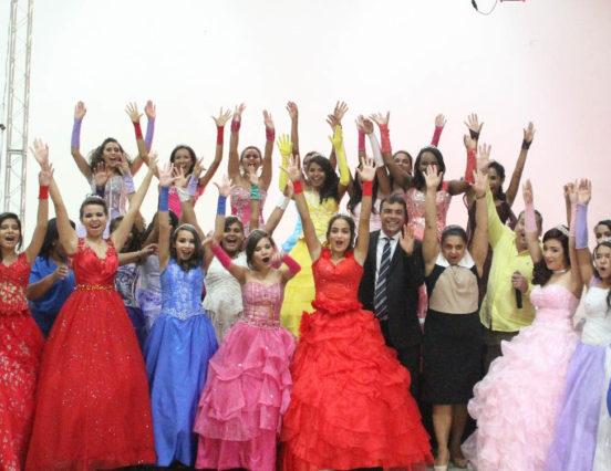 AMONPA realiza 2º Baile das Debutantes