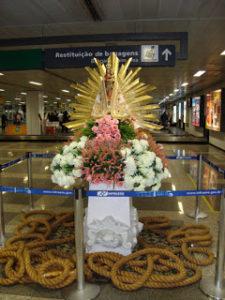 nossa-senhora-de-nazarc3a9-no-aeroporto